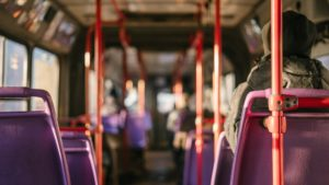 A l'intérieur d'un bus