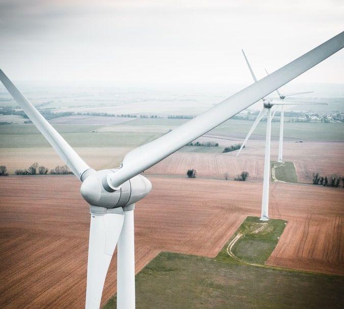 Un parc éolien terrestre (France).